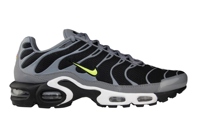 nike-air-max-plus-black-cool-grey-volt-1