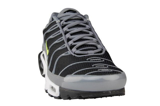 nike-air-max-plus-black-cool-grey-volt-2