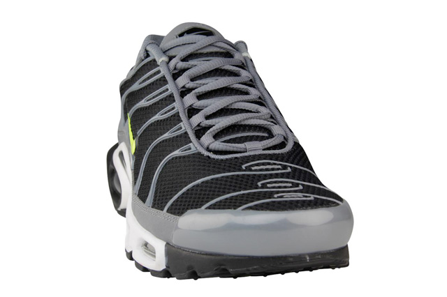 nike-air-max-plus-black-cool-grey-volt-2