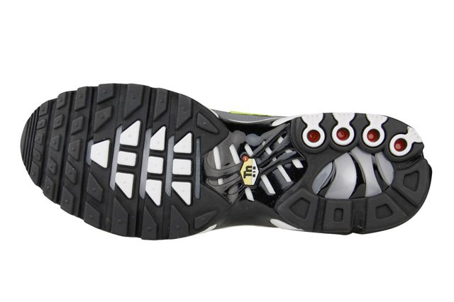 nike-air-max-plus-black-cool-grey-volt-4