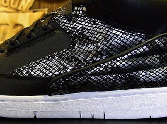 Nike Air Python Black