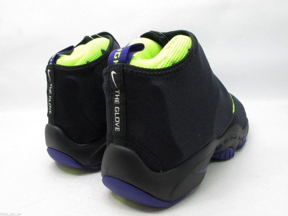 nike-air-zoom-flight-the-glove-black-court-purple-volt-release-date-info-3