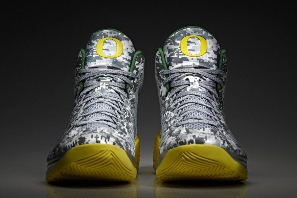 dfd10f899762 Nike Hyperdunk 2013 Oregon Armed Forces Classic PE Detailed Look ...