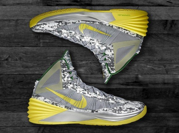 Nike Hyperdunk 2013 Oregon Armed Forces Classic PE Detailed Look