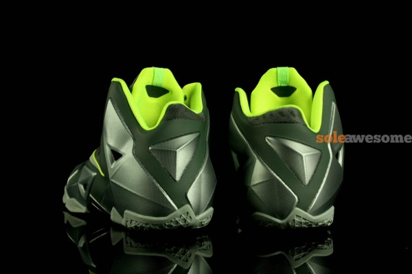 nike-lebron-xi-11-gs-dunkman-new-images-4