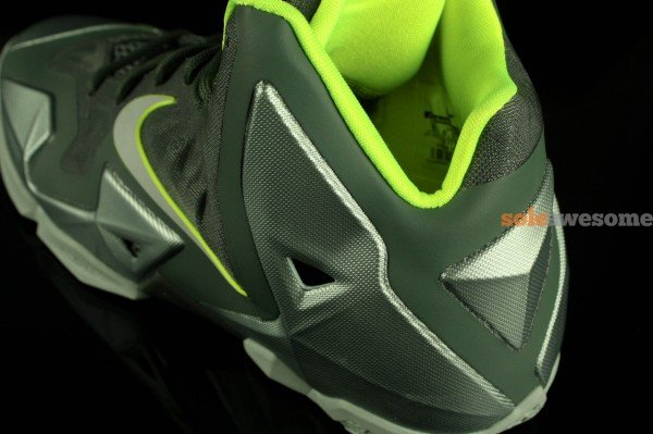 nike-lebron-xi-11-gs-dunkman-new-images-6