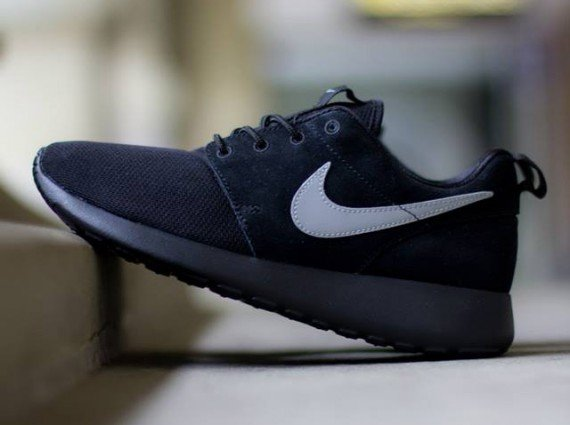 nike-roshe-run-gs-black-metallic-silver-1