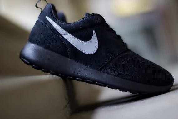 the latest 05360 25221 Nike Roshe Run GS 'Black/Metallic Silver' | SneakerFiles