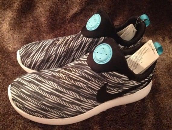 Nike Roshe Run Slip-On Black White