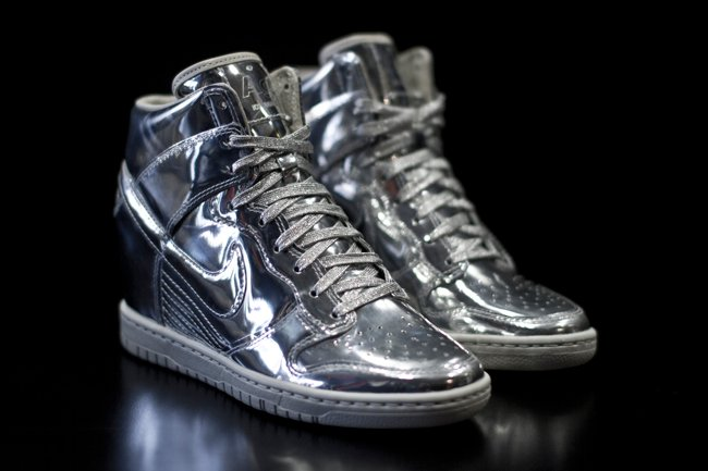 nike-wmns-dunk-sky-high-liquid-metal-pack-now-available-3
