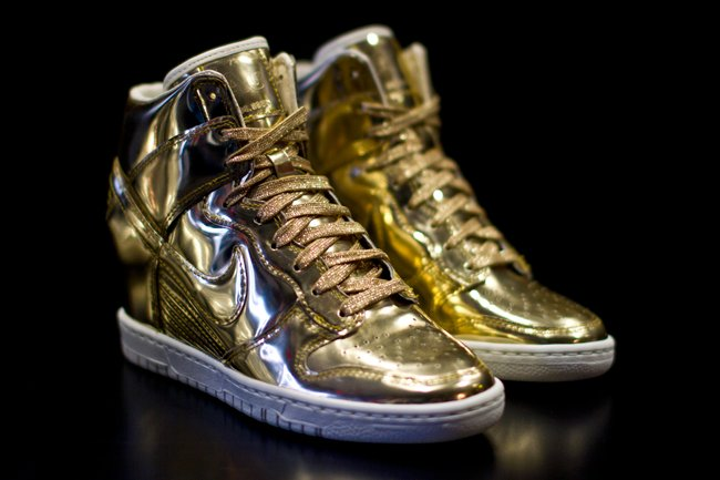 nike-wmns-dunk-sky-high-liquid-metal-pack-now-available-4