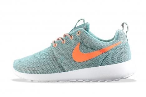 Nike WMNS Roshe Run - Diffused Jade and Atomic Orange