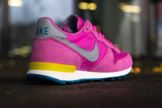Nike WMNS Internationalist - Red Violet, Wolf Grey, Bright Citron