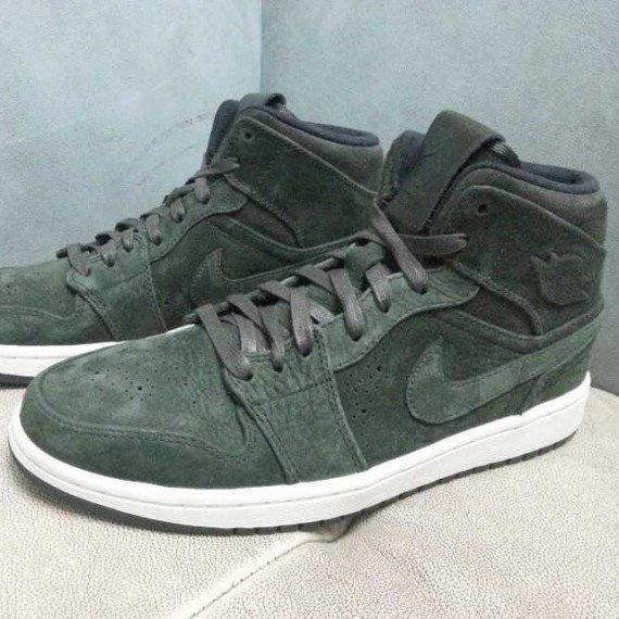 Air Jordan 1 Mid City Trek First Look