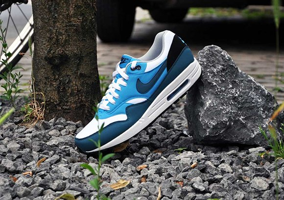 AM1 Factor Night Blue