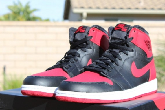 """af64b9d1846 Air Jordan 1 Retro High OG """"Bred"""" – Release Reminder"""