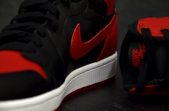 air-jordan-1-retro-high-og-black-varsity-red-white-new-detailed-images-1