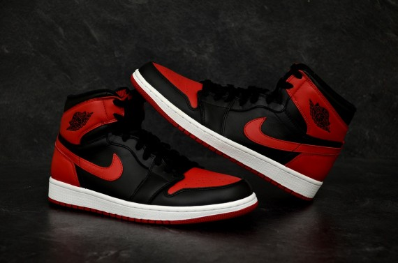 air-jordan-1-retro-high-og-black-varsity-red-white-new-detailed-images-2
