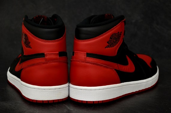 air-jordan-1-retro-high-og-black-varsity-red-white-new-detailed-images-4
