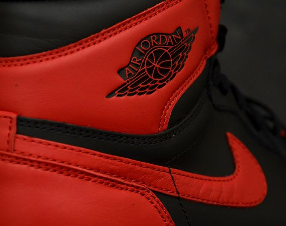 air-jordan-1-retro-high-og-black-varsity-red-white-new-detailed-images-5