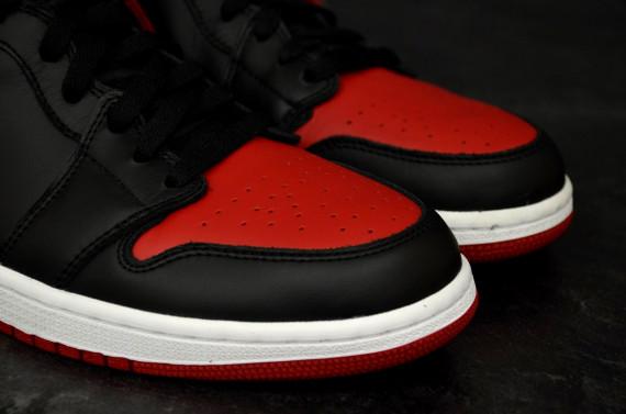 air-jordan-1-retro-high-og-black-varsity-red-white-new-detailed-images-6