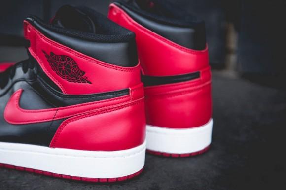 black-red-aj1-2013-4-900x599