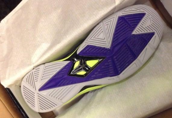 Nike Zoom Kobe Venomenon 4 Court Purple Wolf Grey Volt Release Date