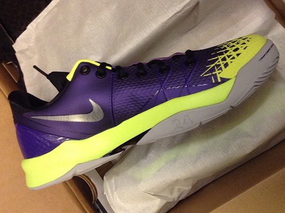official photos 2fbe1 3ac17 Nike Zoom Kobe Venomenon 4 Court Purple Wolf Grey Volt Release Date