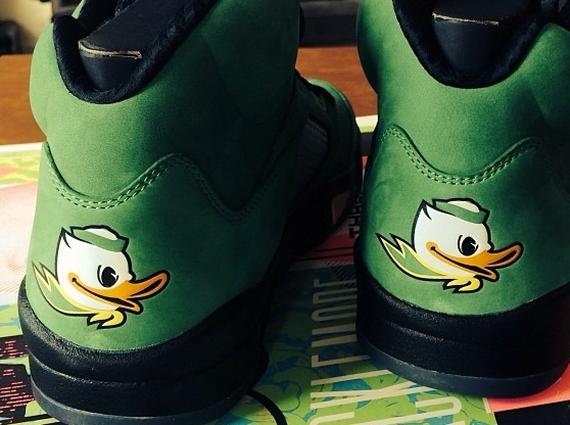 Macklemore Shows Off Air Jordan 5 Oregon Ducks