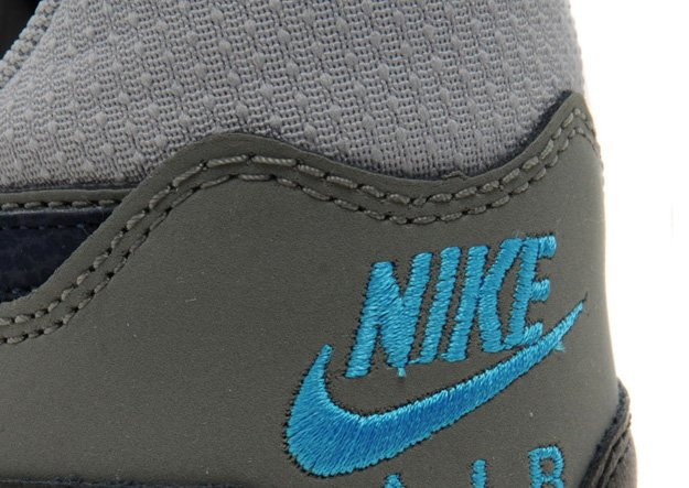 nike-air-max-light-base-grey-dark-obsidian-jd-exclusive-4