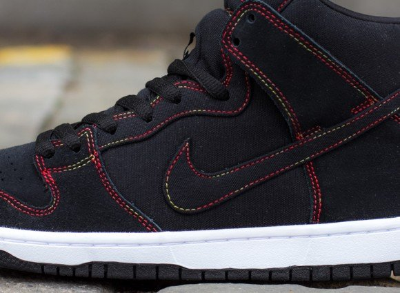 Nike SB Dunk High Black Gradient Contrast Stitching