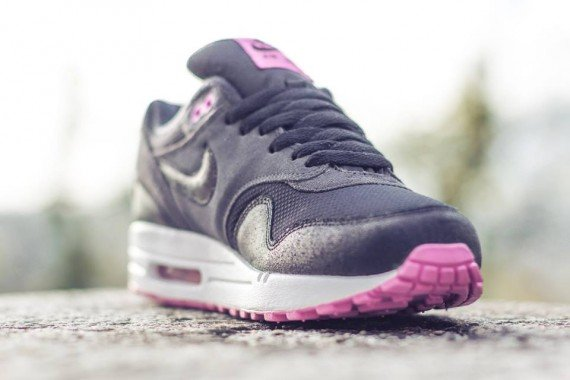 Nike WMNS Air Max 1 Anthracite Black Red Violet