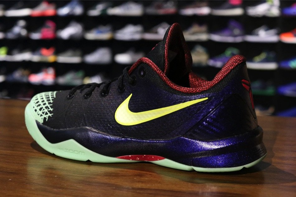 nike-zoom-kobe-venomenon-4-black-lemon-chiffon-court-purple-new-images-2