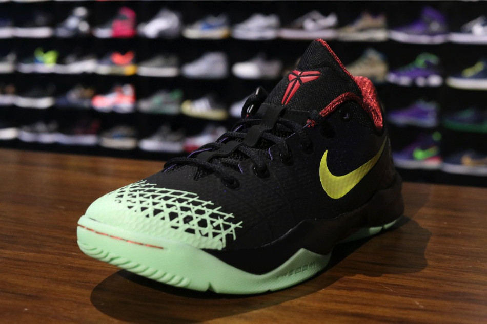 4eaafb3dd7ee Nike Zoom Kobe Venomenon 4  Black Lemon Chiffon-Court Purple