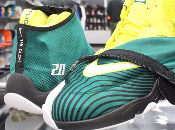 best website bbce4 e8d18 Sole Collector x Nike Air Zoom Flight The Glove Release Date
