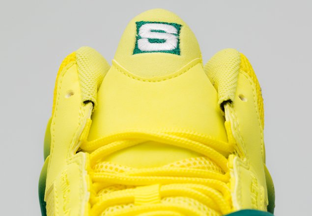 sole-collector-nike-air-zoom-flight-the-glove-legion-pine-tour-yellow-official-images-1