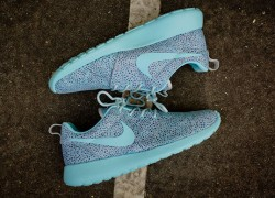"Nike WMNS Roshe Run ""Mint"" – Available at Kith"