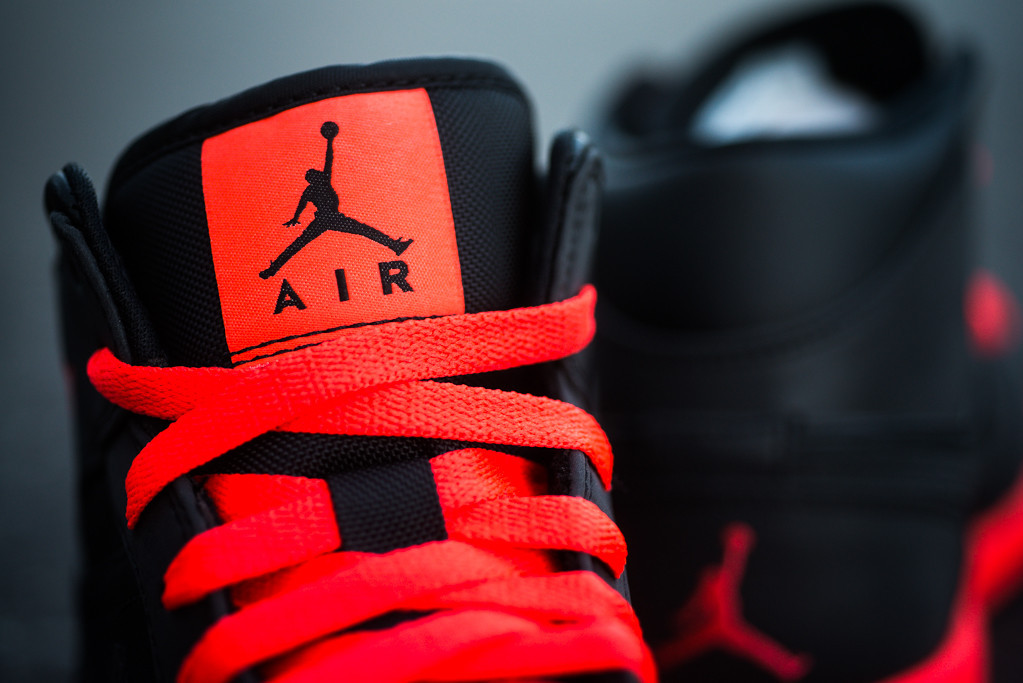 air-jordan-1-mid-black-infrared-23-3