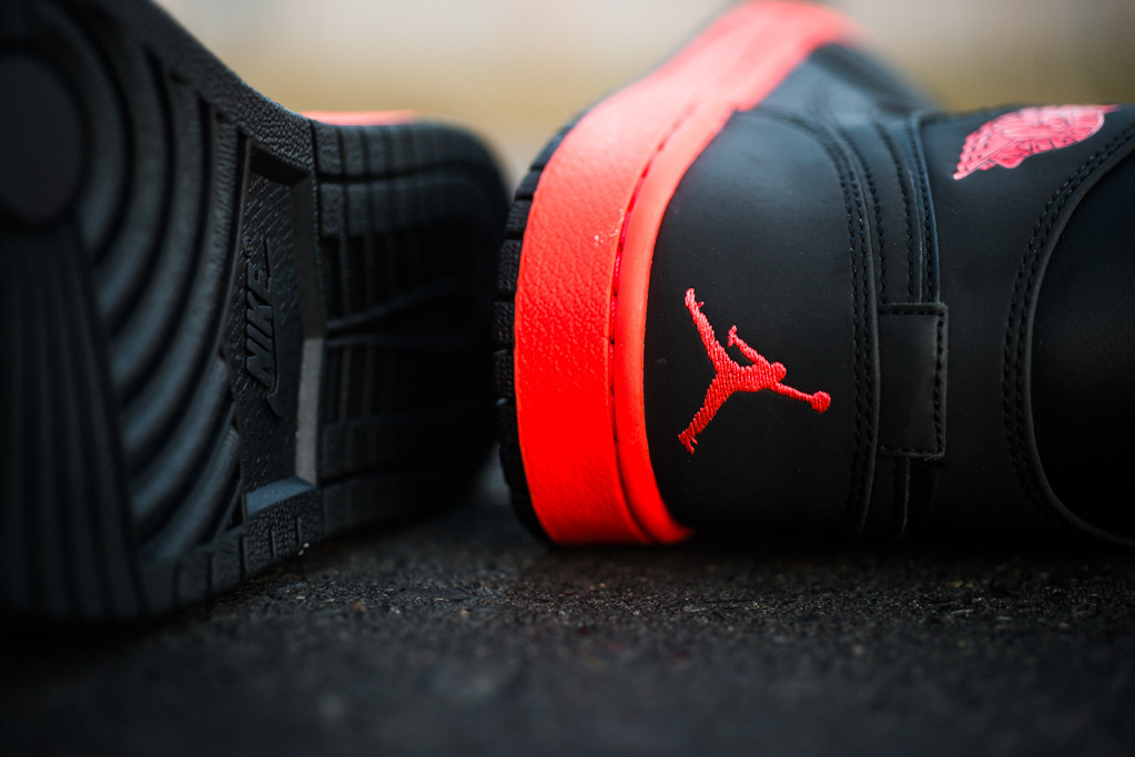 air-jordan-1-mid-black-infrared-23-5