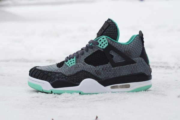 air-jordan-iv-4-green-glow-custom-a-closer-look-1
