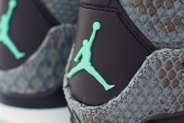 air-jordan-iv-4-green-glow-custom-a-closer-look-6