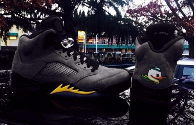 air-jordan-v-5-oregon-ducks-away