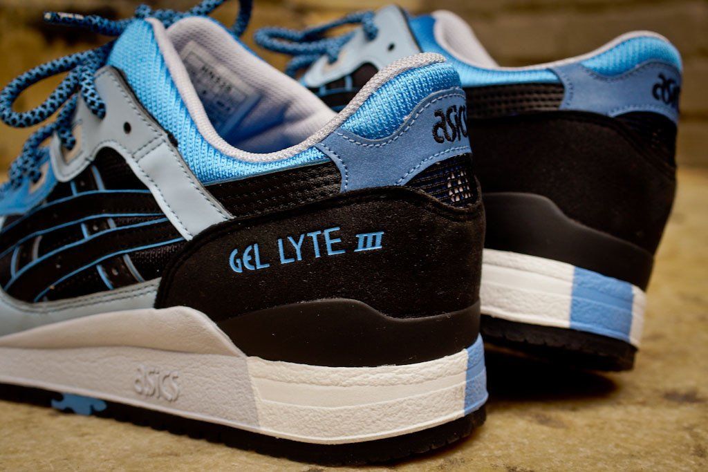 asics-gel-lyte-iii-black-carolina-blue-global-exclusive-reissue-1