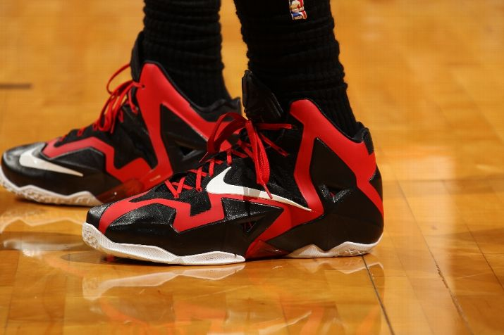 lebron-james-pulls-out-new-pes-for-okc-thunder-matchup-1