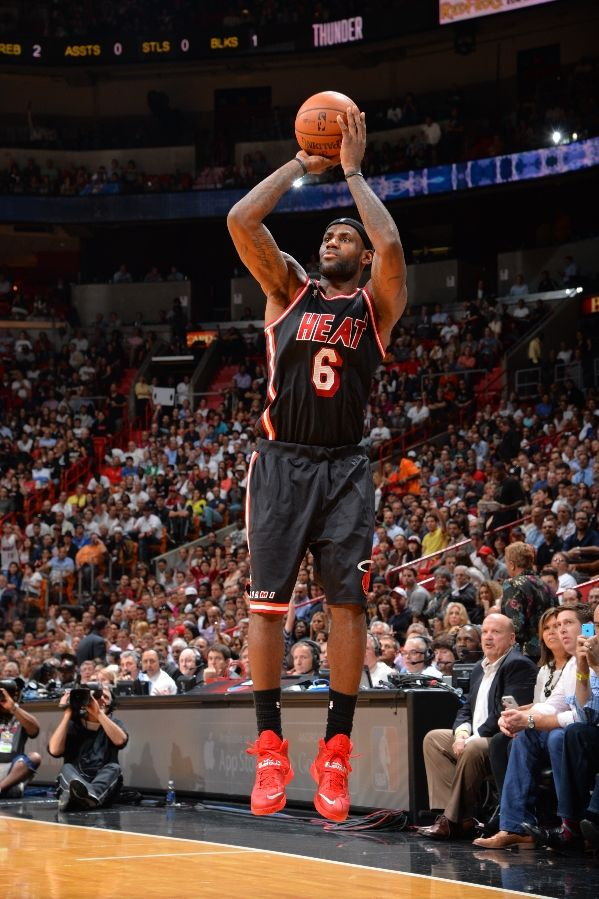 lebron-james-pulls-out-new-pes-for-okc-thunder-matchup-4