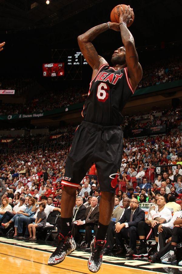 LeBron James Takes the Court in Nike LeBron XI (11)  Graffiti ... a725db0f8