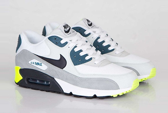 nike-air-max-90-essential-white-black-prune-light-base-grey-base-grey-1