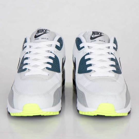 nike-air-max-90-essential-white-black-prune-light-base-grey-base-grey-3