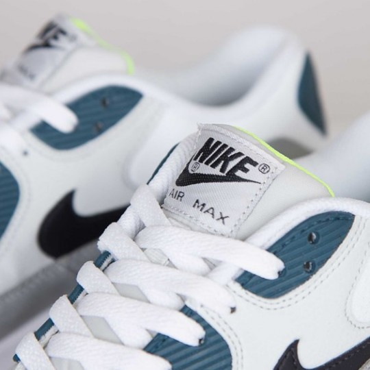 nike-air-max-90-essential-white-black-prune-light-base-grey-base-grey-5