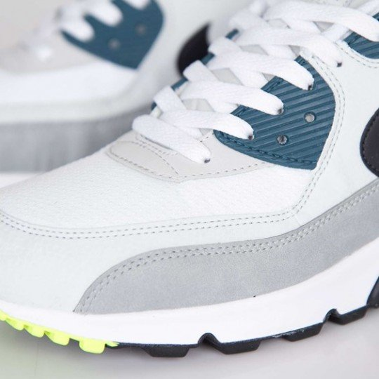 nike-air-max-90-essential-white-black-prune-